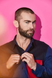 Chace Crawford portrait photoshoot in the Pizza Hut Lounge at 2019 in San Diego 2019/07/20 6