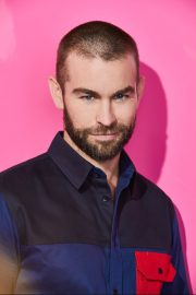 Chace Crawford portrait photoshoot in the Pizza Hut Lounge at 2019 in San Diego 2019/07/20 7