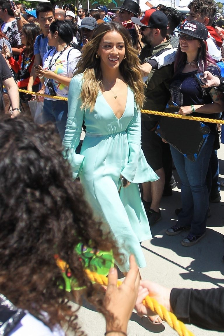Chloe Bennet attends at Comic-Con in San Diego 2019/07/19 2