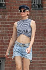 Diane Kruger flashes toned abs in short top out in New York 2019/07/17 1