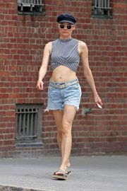 Diane Kruger flashes toned abs in short top out in New York 2019/07/17 2