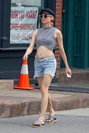 Diane Kruger flashes toned abs in short top out in New York 2019/07/17 6