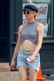 Diane Kruger flashes toned abs in short top out in New York 2019/07/17 7