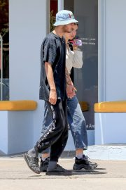 Dua Lipa and Anwar Hadid Out in Melrose Ave 2019/07/22 3