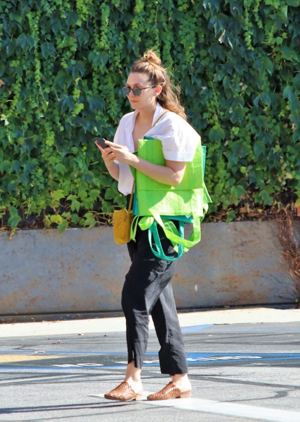 Elizabeth Olsen Grocery Shopping at Gleason's Market in Los Angeles 2019/07/12 1