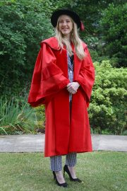 Ellie Goulding arrives Doctor of Arts Degree from the University of Kent 2019/07/18 7