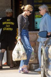 Emma Roberts Shopping at Gelson's Market for Groceries in Los Feliz 2019/07/02 7
