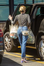 Emma Roberts Shopping at Gelson's Market for Groceries in Los Feliz 2019/07/02 12