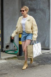 Emma Roberts Shopping Out in Los Angeles 2019/07/08 5