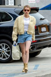 Emma Roberts Shopping Out in Los Angeles 2019/07/08 12