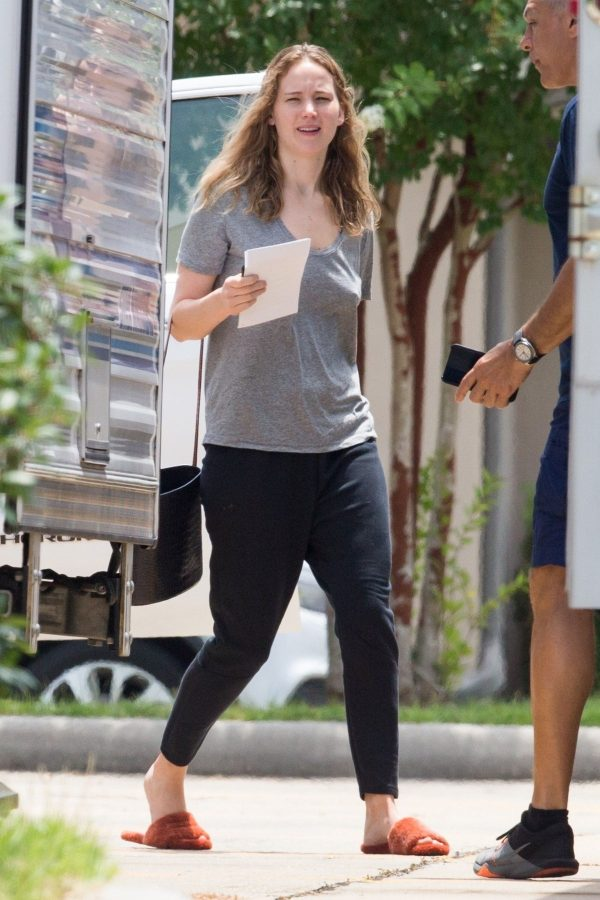 Jennifer Lawrence in Grey T-Shirt at Lila Neugebauer Project in New Orleans 2019/04/07 9