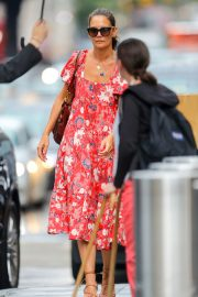 Katie Holmes wears in Red Floral Dress Out in New York 2019/07/23 4