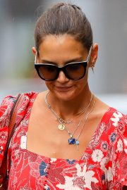 Katie Holmes wears in Red Floral Dress Out in New York 2019/07/23 7