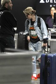 Kristen Stewart in Denim Shirt and Ripped Jeans Out of Los Angeles 2019/07/04 6