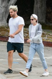 Kristen Stewart in Short Top with Blue Denims Out in Los Angeles 2019/07/23 3