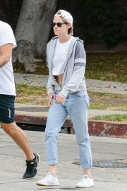 Kristen Stewart in Short Top with Blue Denims Out in Los Angeles 2019/07/23 5