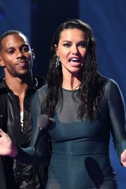 Adriana Lima and Victor Cruz 2019 MTV Video Music Awards at Prudential Center 2019/08/26 7