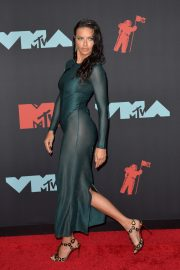 Adriana Lima attends 2019 MTV Video Music Awards at Prudential Center 2019/08/26 3