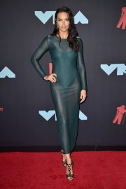 Adriana Lima attends 2019 MTV Video Music Awards at Prudential Center 2019/08/26 4
