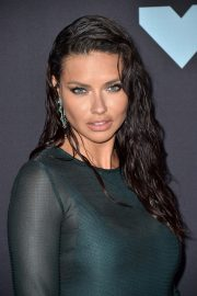 Adriana Lima attends 2019 MTV Video Music Awards at Prudential Center 2019/08/26 5