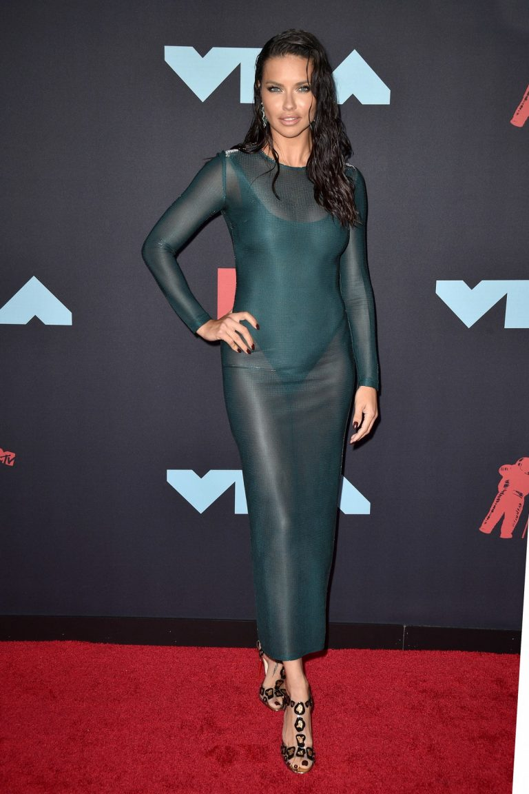 Adriana Lima attends 2019 MTV Video Music Awards at Prudential Center 2019/08/26 6