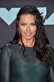 Adriana Lima attends 2019 MTV Video Music Awards at Prudential Center 2019/08/26 7