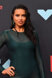 Adriana Lima attends 2019 MTV Video Music Awards at Prudential Center 2019/08/26 9