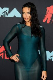 Adriana Lima attends 2019 MTV Video Music Awards at Prudential Center 2019/08/26 10