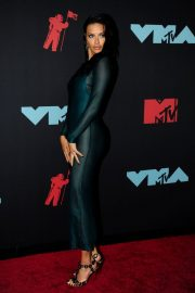 Adriana Lima attends 2019 MTV Video Music Awards at Prudential Center 2019/08/26 13