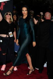 Adriana Lima attends 2019 MTV Video Music Awards at Prudential Center 2019/08/26 14