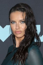 Adriana Lima attends 2019 MTV Video Music Awards at Prudential Center 2019/08/26 21