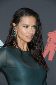 Adriana Lima attends 2019 MTV Video Music Awards at Prudential Center 2019/08/26 28