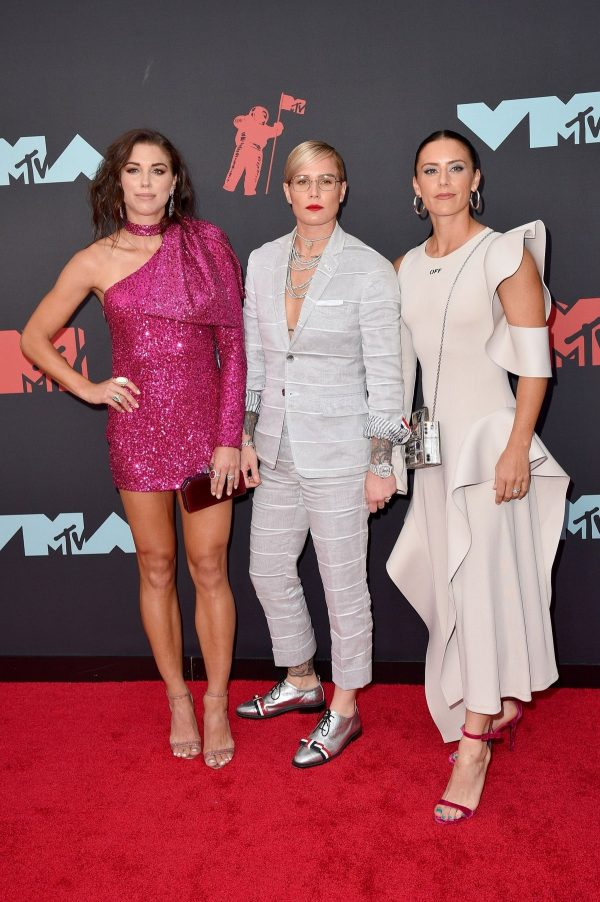 Alex Morgan, Ashlyn Harris and Ali Krieger at 2019 MTV Video Music Awards in Newark 2019/08/26 2