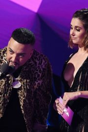Alison Brie and French Montana at 2019 MTV Video Music Awards at Prudential Center 2019/08/26 3