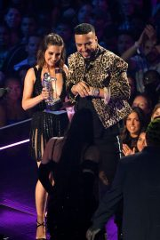 Alison Brie and French Montana at 2019 MTV Video Music Awards at Prudential Center 2019/08/26 5