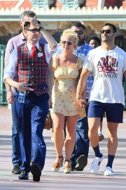 Britney Spears with her Boyfriend Sam Asghari and Kids Out in Disneyland 2019/08/04 1