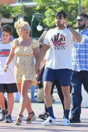 Britney Spears with her Boyfriend Sam Asghari and Kids Out in Disneyland 2019/08/04 3