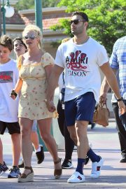 Britney Spears with her Boyfriend Sam Asghari and Kids Out in Disneyland 2019/08/04 6