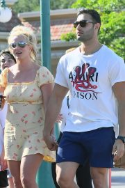 Britney Spears with her Boyfriend Sam Asghari and Kids Out in Disneyland 2019/08/04 7