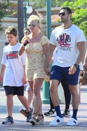 Britney Spears with her Boyfriend Sam Asghari and Kids Out in Disneyland 2019/08/04 8