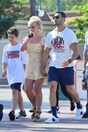 Britney Spears with her Boyfriend Sam Asghari and Kids Out in Disneyland 2019/08/04 9