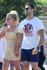Britney Spears with her Boyfriend Sam Asghari and Kids Out in Disneyland 2019/08/04 12