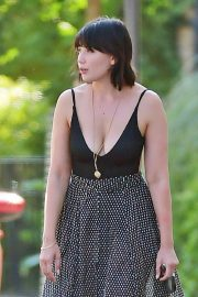 Daisy Lowe flashes her cleavage in Long Neck Top Out in London 2019/08/28 6