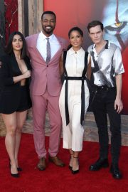 "Emeraude Toubia, Isaiah Mustafa, Alisha Wainwright & Luke Baines attends Warner Bros. ""It Chapter Two"" Premiere at Regency Village Theatre in California 2019/08/26 4"