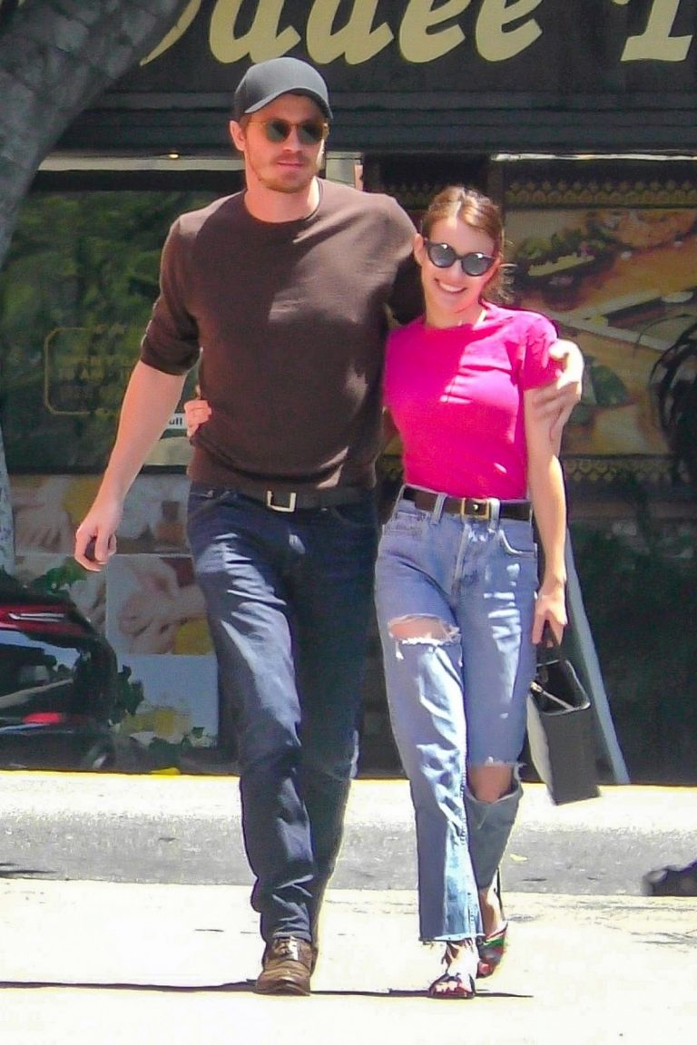 Emma Roberts and Garrett Hedlund Out in Los Feliz 2019/08/09 8