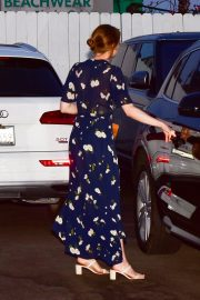 Emma Stone in Navy Blue Floral Dress leaves an Italian restaurant in Santa Monica 2019/08/07 5