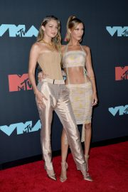 Gigi and Bella Hadid attends 2019 MTV Video Music Awards at Prudential Center 2019/08/26 2