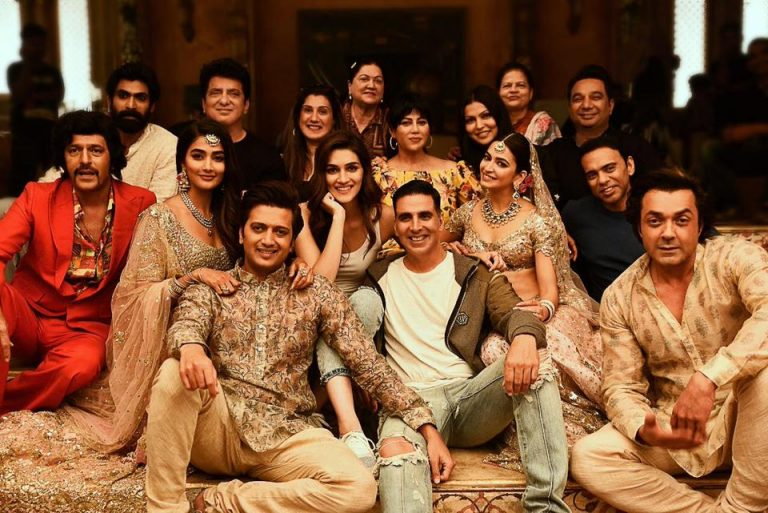 Akshay Kumar shared back to back posters of Housefull 4, will this be Bollywood's most expensive comedy film? 1