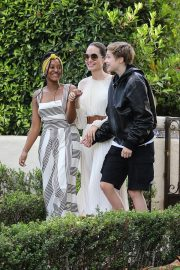 Angelina Jolie with Her Kids Enjoys at Fig and Olive in Hollywood 2019/09/02 3
