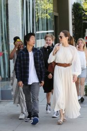 Angelina Jolie with Her Kids Enjoys at Fig and Olive in Hollywood 2019/09/02 6